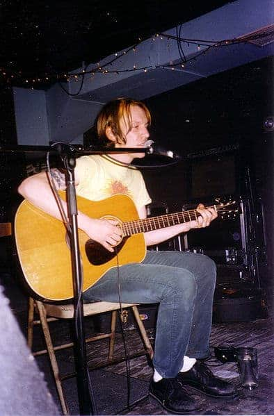 """Elliott Smith performing live at """"Brownies"""" in New York City, 1997."""