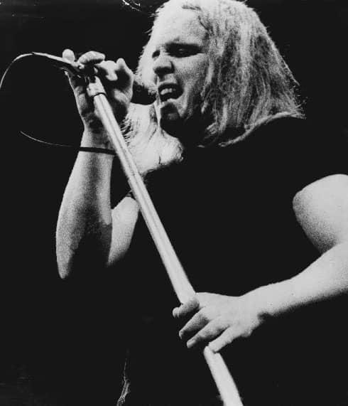 Ronnie Van Zant singing in 1975.