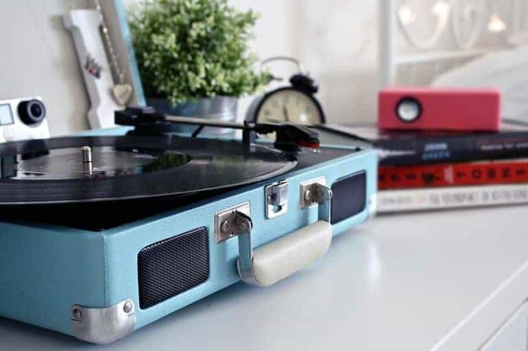record player with speakers